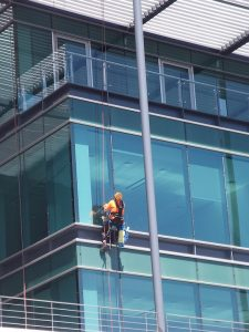 cleaning-windows-building